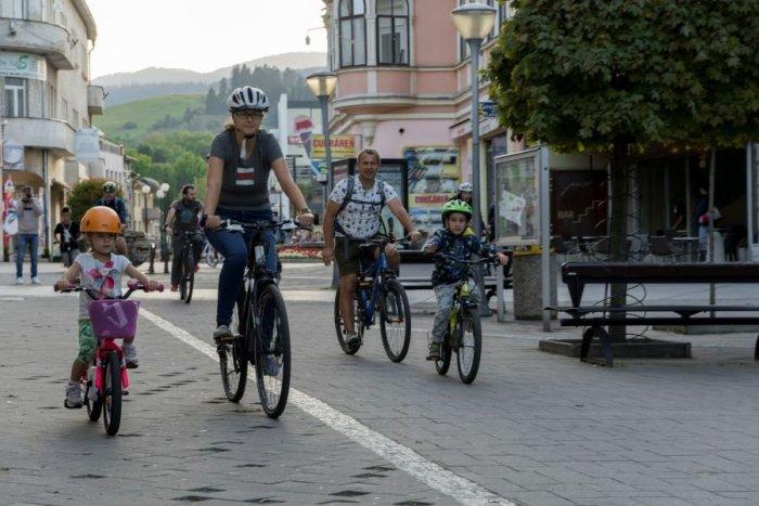 Ilustračný obrázok k článku Veľká ZMENA na ružomberskej pešej zóne: Radnica sem vpúšťa cyklistov s JEDNOU podmienkou