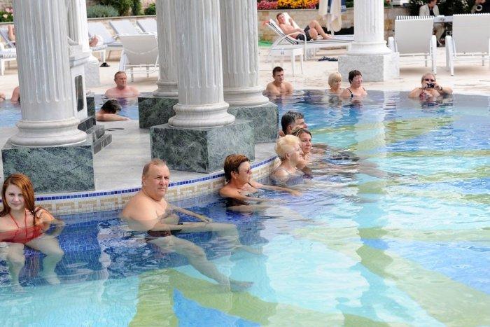 Ilustračný obrázok k článku Kúpele pre zamestnancov nemocníc: Žilinský kraj chce odmeniť vyčerpaných zdravotníkov