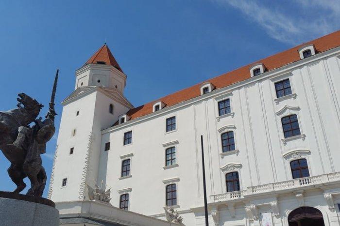 """Ilustračný obrázok k článku Budú sa diať veľké veci: Bratislavský hrad ZHORÍ a znova vstane """"z popola"""""""