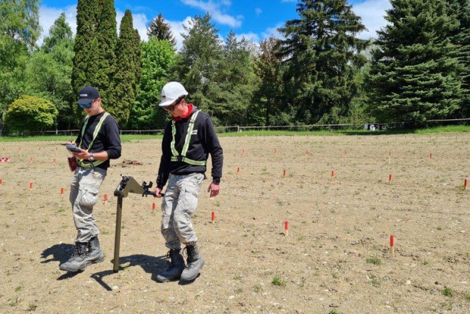 Ilustračný obrázok k článku Vojnový cintorín Háj Nicovô prehľadávajú pyrotechnici: Našla sa ďalšia munícia, FOTO