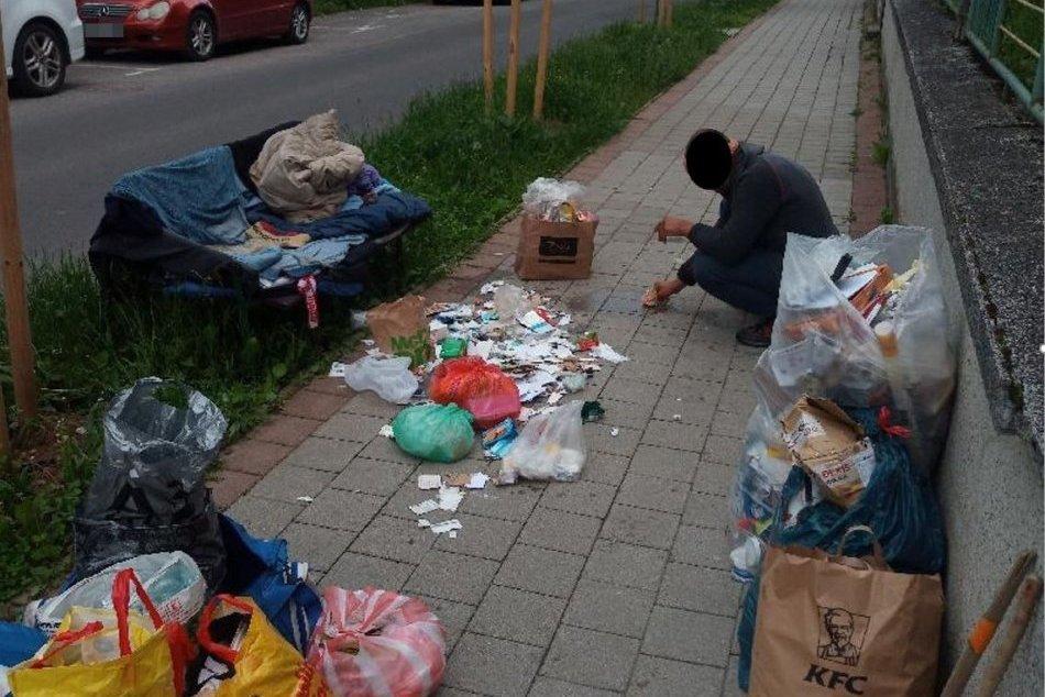 Ilustračný obrázok k článku Na viacerých miestach v centre Bystrice sa hromadil odpad: Čo bolo príčinou? FOTO