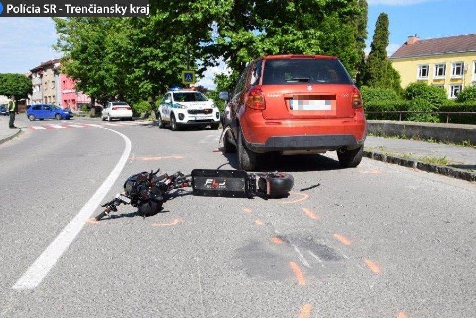 Ilustračný obrázok k článku Zrážka auta a kolobežky: Muž sa bude zo zranení zotavovať týždne, FOTO