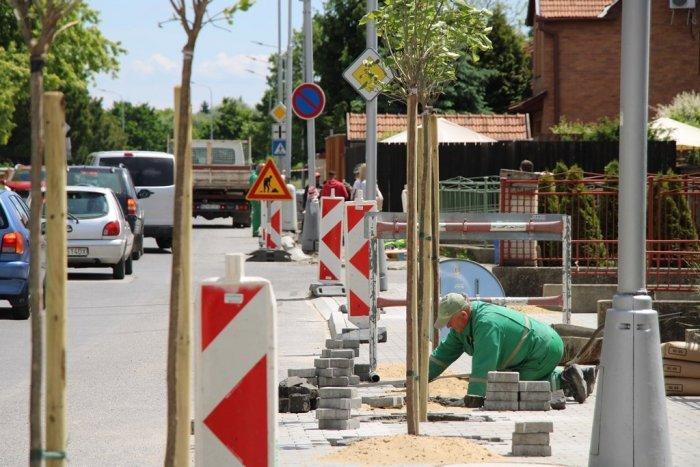 Ilustračný obrázok k článku Dočkajú sa ďalšie úseky: Mesto pripravuje tretiu etapu obnovy ciest a chodníkov