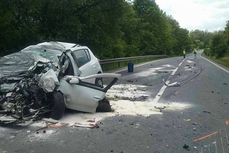 Ilustračný obrázok k článku Prvé INFO z miesta tragickej zrážky kamióna s autom: Cestu uzavreli, FOTO