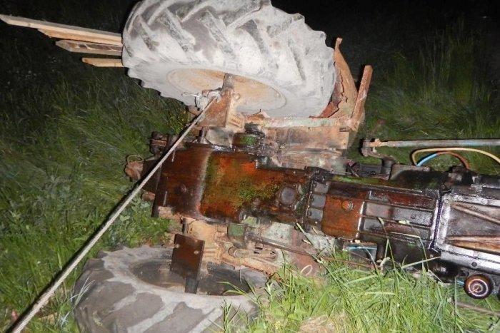 Ilustračný obrázok k článku Tragická nehoda traktora vo Vyhniach: Vodič zraneniam na mieste podľahol, FOTO