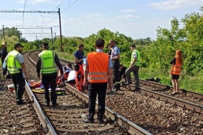 Ilustračný obrázok k článku Rušňovodič nedokázal zrážke s dievčatami zabrániť: Robili si fotky na trati?