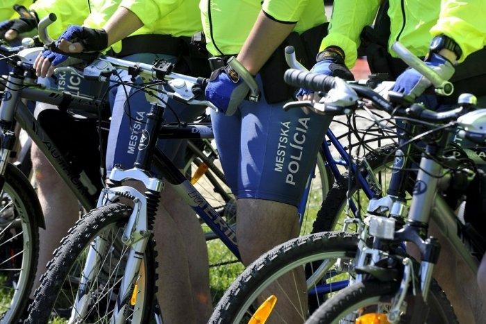 Ilustračný obrázok k článku V meste pribudnú cyklohliadky: Čo budú riešiť mestskí policajti na dvoch kolesách?
