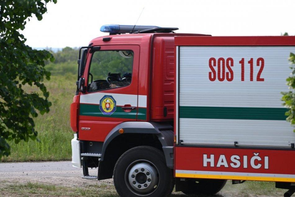 Ilustračný obrázok k článku Za Hrhovom sa prevrátil kamión: Na mieste sú hasiči!