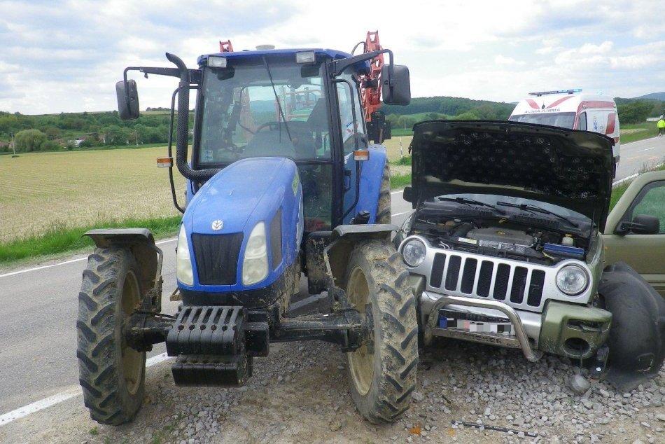 Ilustračný obrázok k článku Zrážka auta a traktora s prívesom: Z miesta nehody hlásili dvoch zranených, FOTO