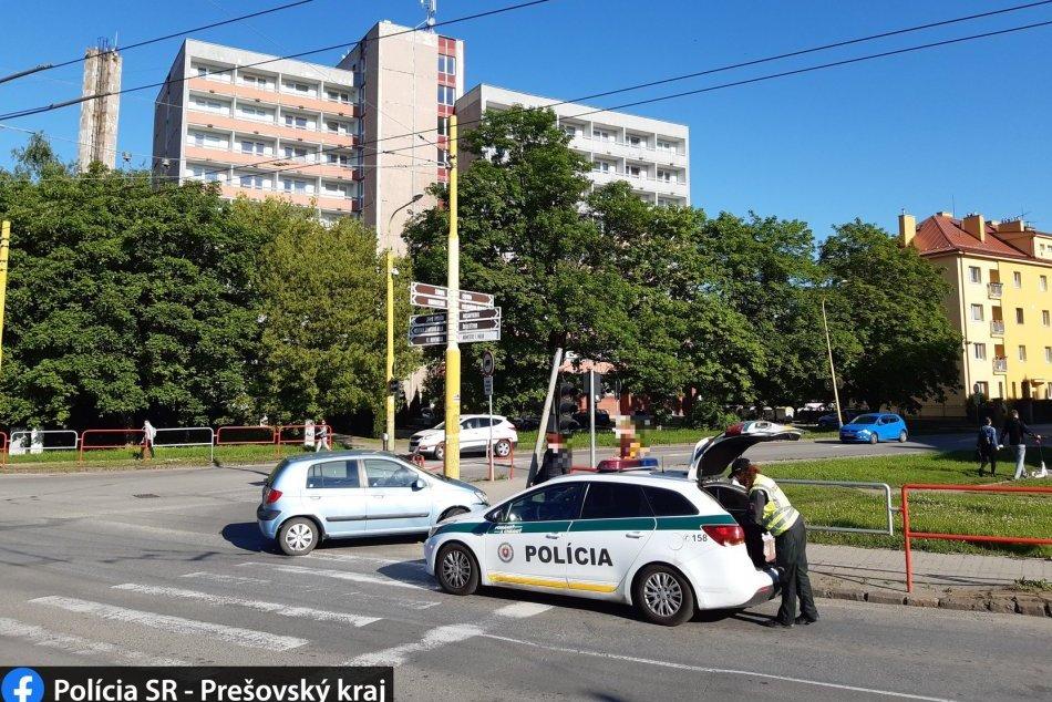 Ilustračný obrázok k článku Na Škultétyho opatrne, auto narazilo do semafora: Ako dlho sa na mieste zdržíte?