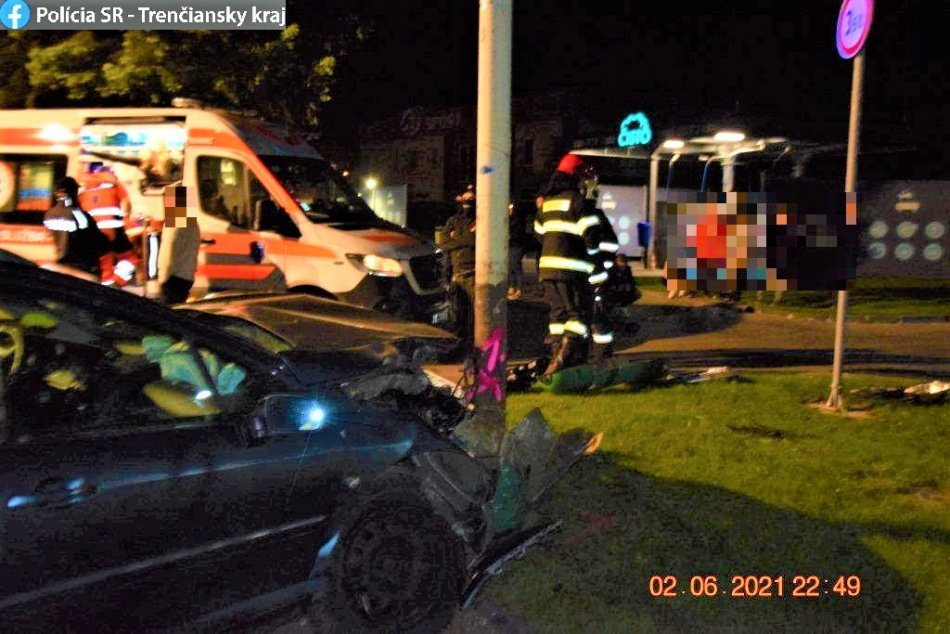 Ilustračný obrázok k článku Prievidžanka trafila stĺp a zranila sa: Niet divu, nafúkala 2,7 promile, FOTO