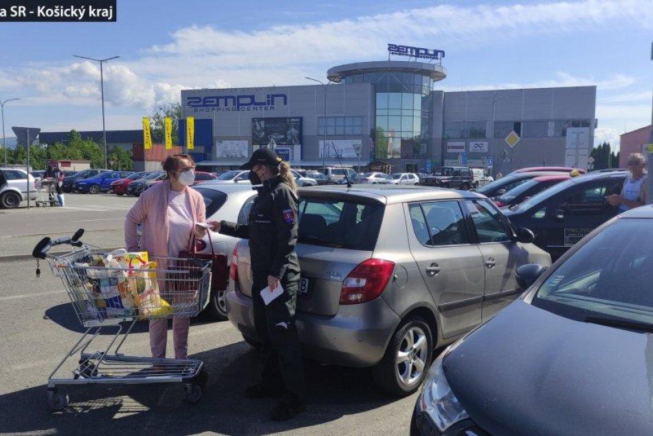 Ilustračný obrázok k článku Policajti na parkovisku pri Kauflande a OC Zemplín: Riešili vaše autá, FOTO