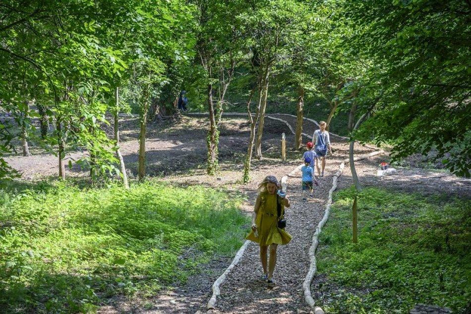 Ilustračný obrázok k článku Raj pre deti a oddych pre dospelých: Bratislavčania sa môžu prechádzať v novo sprístupnenej záhrade +FOTO