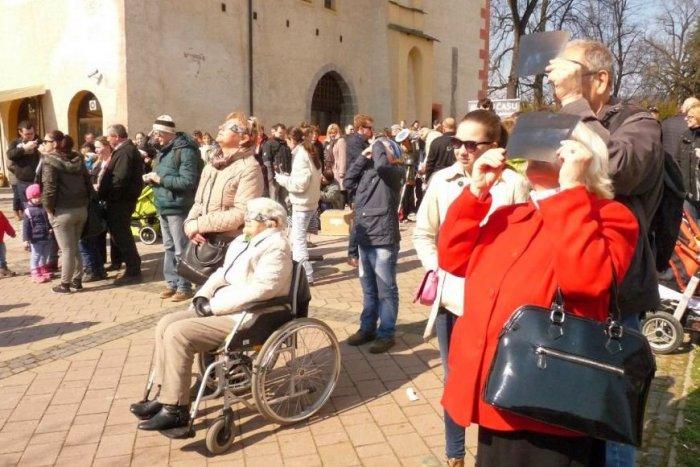 Ilustračný obrázok k článku Úchvatný úkaz, zažijeme zatmenie Slnka: Pozorovanie sa chystá aj v centre Bystrice