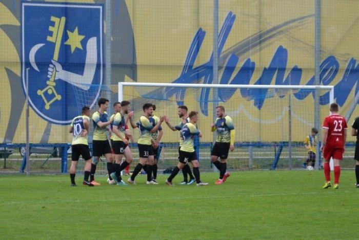 Ilustračný obrázok k článku Obrovský úspech humenských futbalistov! Po 12 rokoch si zahrajú v 2. lige, FOTO, VIDEO