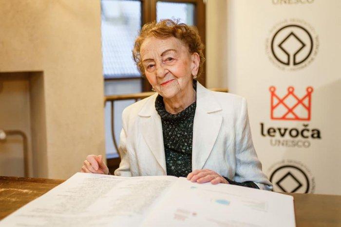 Ilustračný obrázok k článku Má 91 rokov a stále pracuje: Pani Mária je najstaršou detskou lekárkou na Slovensku!