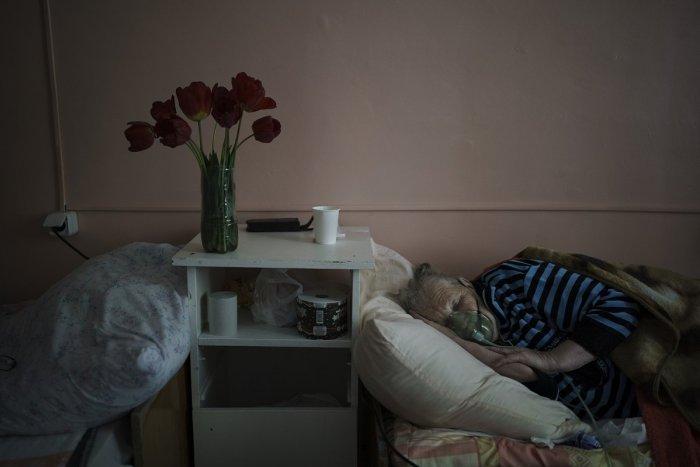 Ilustračný obrázok k článku Väčšina COVID pacientov v kraji leží v Trenčíne: Koľko ich hospitalizovali inde?