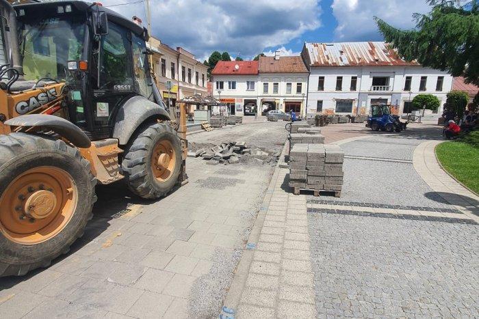 Ilustračný obrázok k článku V centre Brezna vládne čulý ruch: Začala sa veľká oprava, FOTO