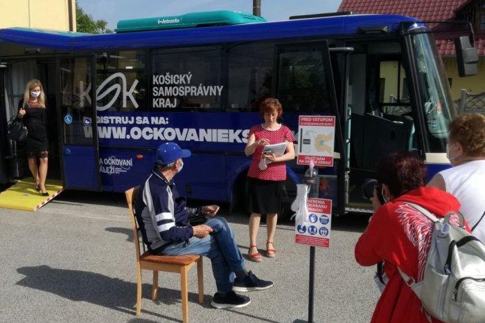 Ilustračný obrázok k článku Ďalšia novinka Košického kraja: Očkovať sa bude aj pred autobusovou stanicou!