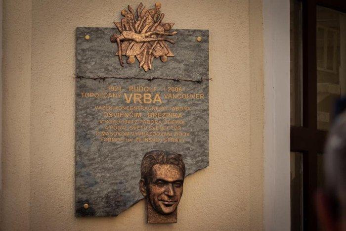 Ilustračný obrázok k článku V Topoľčanoch odhalili pamätnú tabuľu: Pripomína jedného z najvýznamnejších rodákov