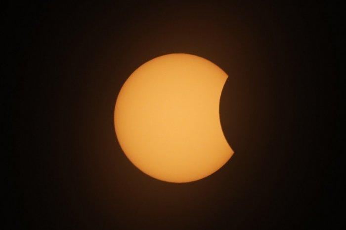 Ilustračný obrázok k článku Nenechajte si ujsť čiastočné zatmenie Slnka: Otvorená bude aj hvezdáreň v Nitre