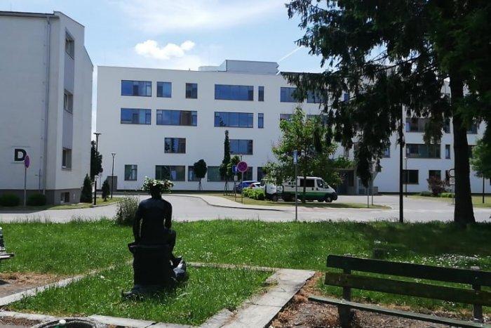Ilustračný obrázok k článku Nemocnica v rekonštrukcii do konca leta: Ambulancie presunuli, FOTO