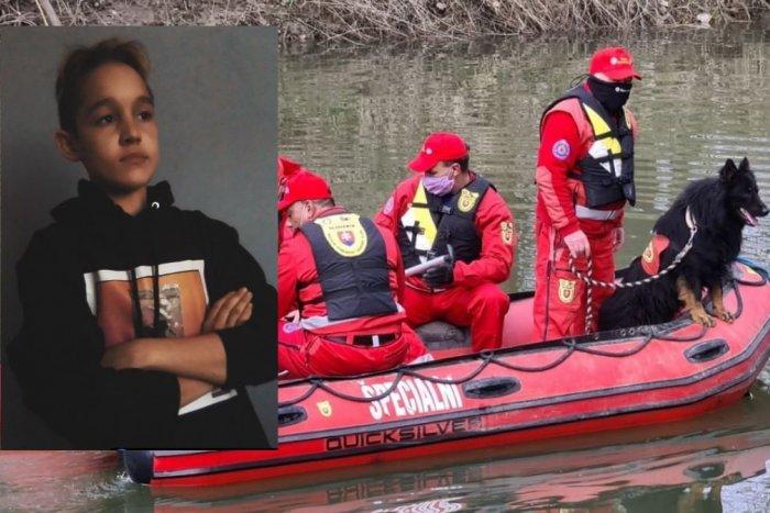 Ilustračný obrázok k článku Na Váhu pokračuje pátracia akcia: Chlapca mal strhnúť prúd vody
