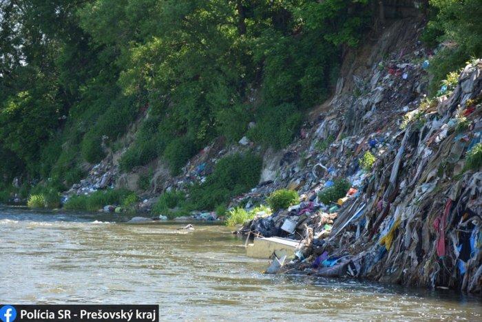 Ilustračný obrázok k článku Z tohto sa vám zdvihne žalúdok: V osade nad riekou Poprad vznikla skládka s tonami smetí, FOTO
