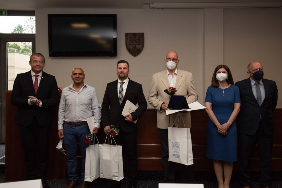 Ilustračný obrázok k článku Päť ocenení ide do nemocnice v Považskej Bystrici: ZOZNAM laureátov, FOTO