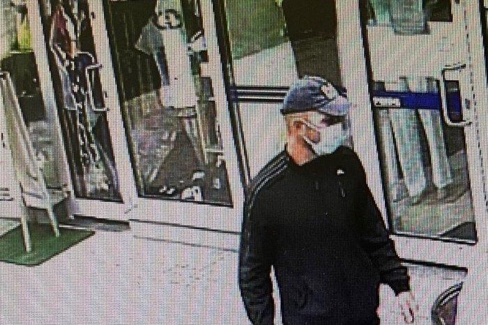 Ilustračný obrázok k článku Žiarski policajti vyšetrujú krádež: Nepoznáte muža na FOTKÁCH?