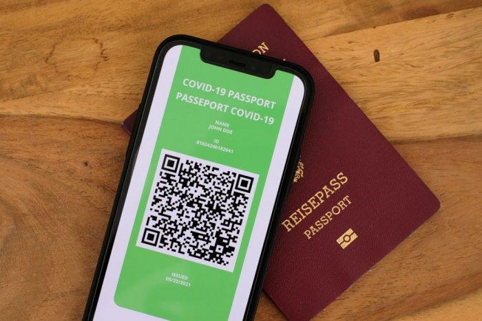 Ilustračný obrázok k článku COVID pasy sú realitou: V Európe ich zavedú aj v digitálnej forme! Na čo budú SLÚŽIŤ?