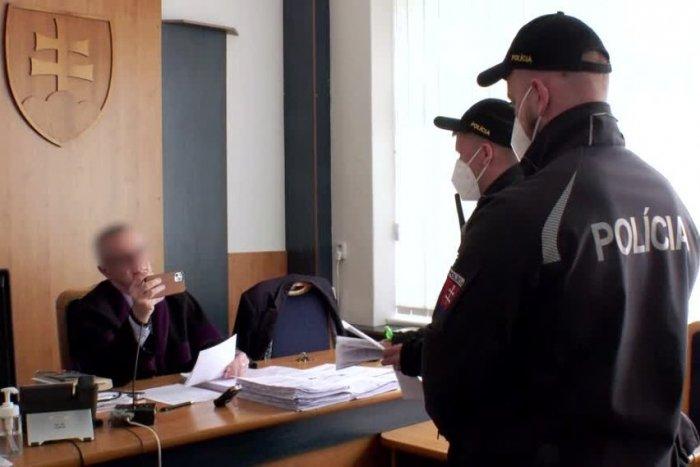 Ilustračný obrázok k článku Vzbura proti sudcovi, ktorý nenosí rúško. Kolegovia kričia - je to AROGANTNÉ!