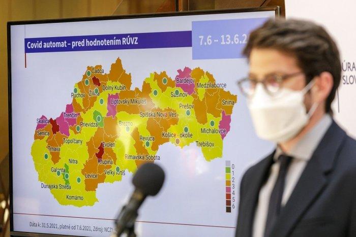 Ilustračný obrázok k článku Reakcia z ministerstva na ružový Trenčín: Čísla boli i na žltú, rozhodlo ale iné