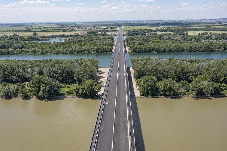 Ilustračný obrázok k článku FOTO: Cez Lužný most prejdete aj na BICYKLI. Naskytnú sa vám nádherné výhľady!
