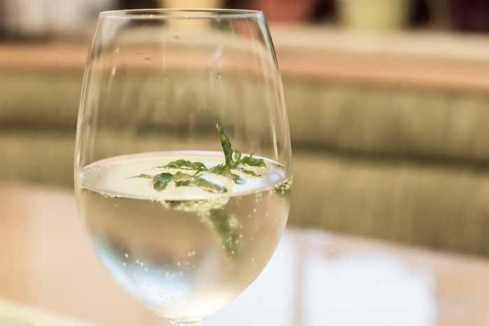 Ilustračný obrázok k článku Osvieženie v horúcich dňoch: RECEPT na voňavý drink s bazou