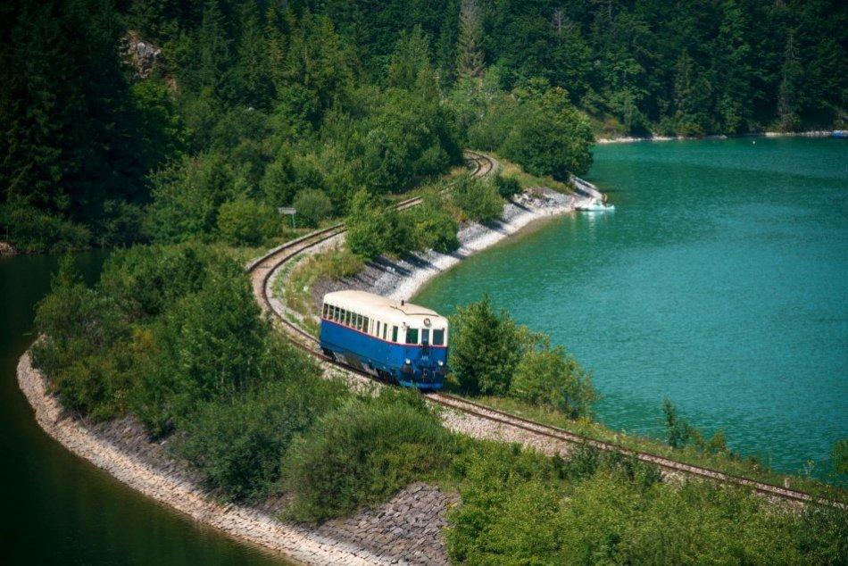 Ilustračný obrázok k článku Atrakciou Banskobystrického kraja sú zážitkové vlaky: Tento rok čaká turistov NOVINKA