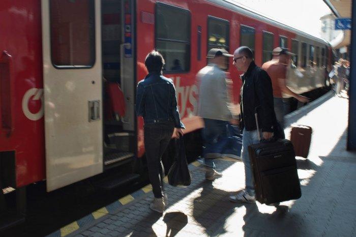 Ilustračný obrázok k článku Zbystrite, vo vlakoch platí nový cestovný poriadok: PREHĽAD zmien na Považí