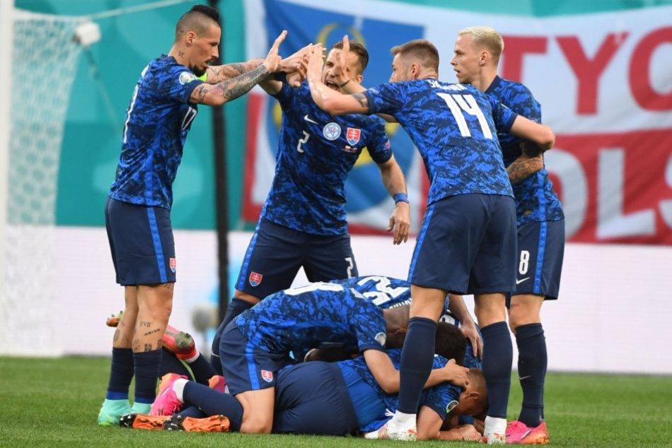 Ilustračný obrázok k článku Slovenská SENZÁCIA na futbalových ME: Triumf nad silným Poľskom zariadil Škriniar! FOTO