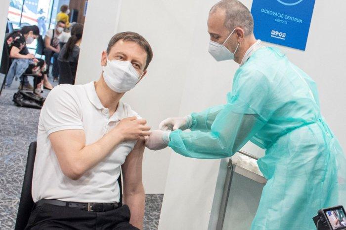 Ilustračný obrázok k článku Premiér Heger o koronavíruse: Ešte sme nevyhrali. Pracuje sa na ODMENÁCH za očkovanie!