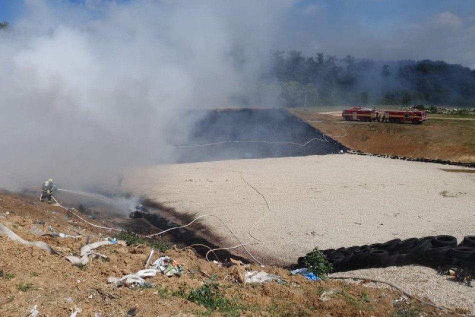 Ilustračný obrázok k článku Plamene zachvátili skládku odpadu: Na mieste zasahujú aj hasiči z Nitry a Moraviec, FOTO