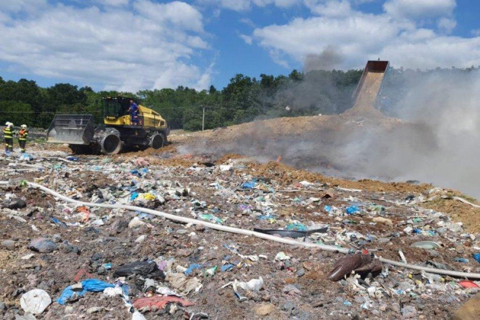 Ilustračný obrázok k článku SVET O SLOVENSKU: Škandál! Vozia k nám tony ilegálneho odpadu
