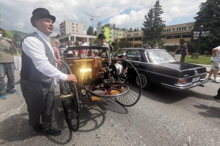 Ilustračný obrázok k článku Nablýskané veterány v Krompachoch na FOTKÁCH: V uliciach aj unikátna replika trojkolky Karla Benza!