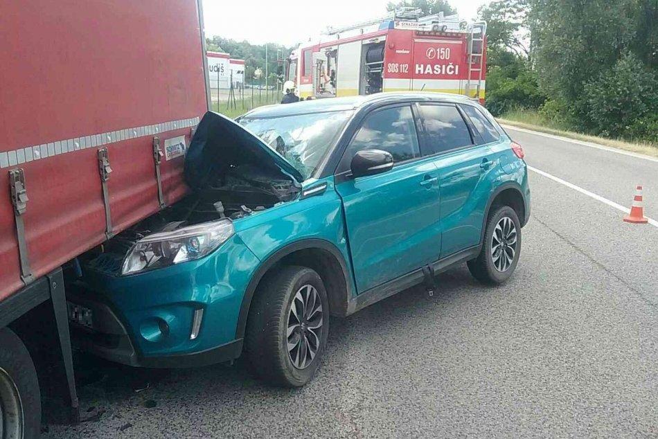 Ilustračný obrázok k článku Zranený po zrážke kamióna s autom: ZÁBERY priamo z miesta nehody