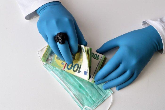 Ilustračný obrázok k článku Pandémia zvýšila korupciu: Bez ZNÁMOSTÍ by sme sa k zdravotnej starostlivosti nedostali!