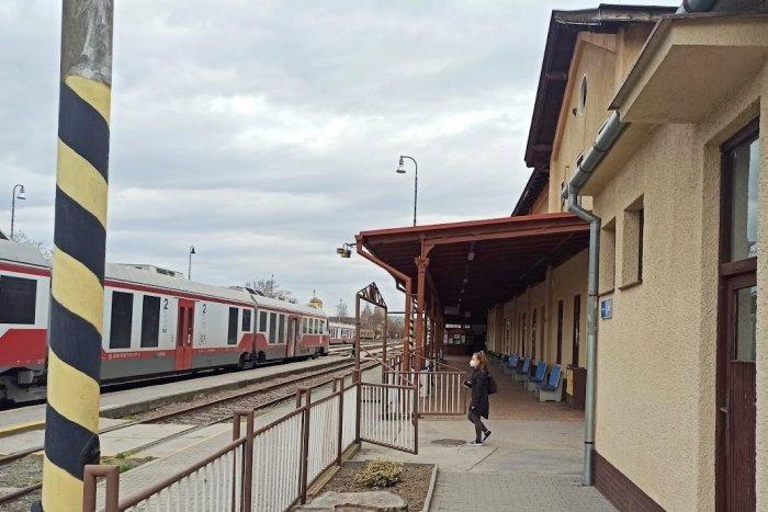 Ilustračný obrázok k článku Dočká sa železničná stanica v Nitre obnovy? Je rozhodnuté, tvrdí minister Doležal