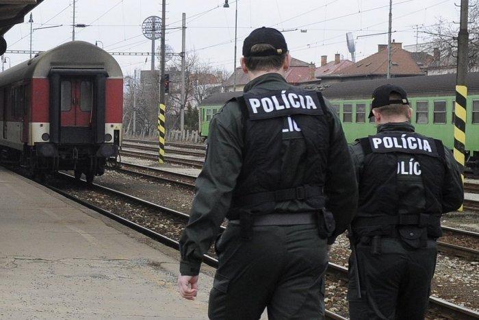 Ilustračný obrázok k článku Chvíle hrôzy na železničnej zastávke: Dieťa vošlo do dráhy idúceho vlaku