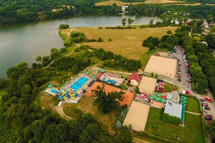 Ilustračný obrázok k článku Oddych pri bazénoch aj na pláži: Letná sezóna v areáli Orlík sa začala