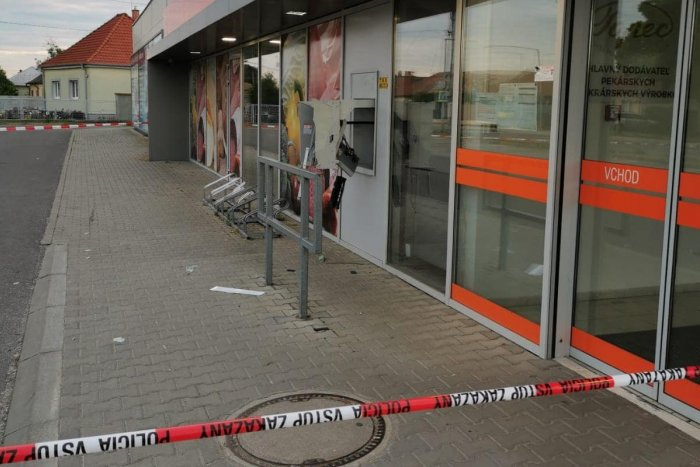 Ilustračný obrázok k článku Ďalší nočný výbuch! Neznámi páchatelia vyhodili do povetria bankomat v Zbehoch