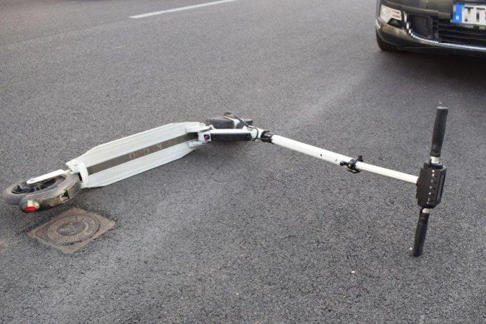 Ilustračný obrázok k článku V kraji pribúdajú nehody kolobežkárov: Na čelnom skle auta skončil aj tínedžer!