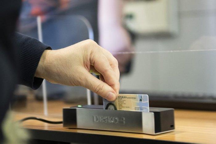 Ilustračný obrázok k článku Štát začína vydávať občianske preukazy s NOVÝM čipom: Čo musíte stihnúť k e-podpisu?